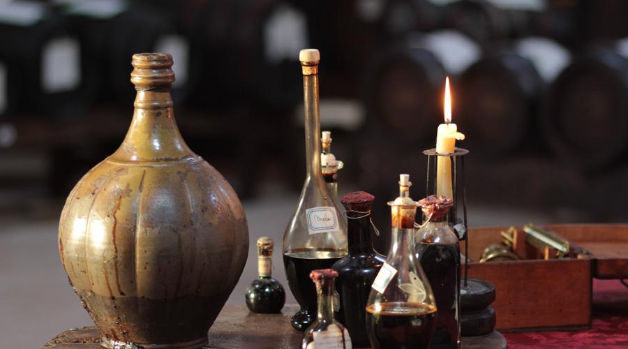 Read more about the article Quels sont les origines du vinaigre et des vinaigriers ?